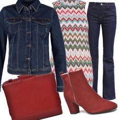 Jeans bootcut e top lungo colorato che ha ancora sapore di vacanze per questo outfit, da abbinare al tronchetto rosso e alla borsa porta pc. E per i primi giorni di fresco si può indossare sopra un giubbotto di jeans.