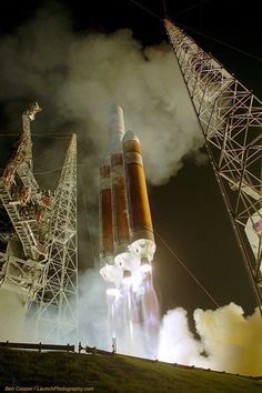 delta-iv-heavy-rocket-us-air-force