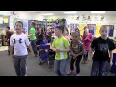 Math & Movement in First Grade - rijtje van 3 en rijtje van 2. Daarna rijtje van twee al springend