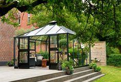 Een extra woonkamer in de tuin of anders gezegd: een mooie open tuinkamer. Wie wil dat nou niet? Stijlvol en functioneel!