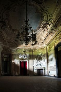 Abandoned places...Italian villa, photo by Davide Baldo,