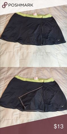 Athletic Skirt (M) Great Condition!  Bundle && Save 2-3 Items: First Item full price and get second and third item for $2.00 OFF 4+ Items: First Item full price all after that $2.00 EACH Nike Skirts Mini