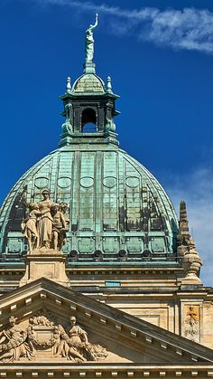 #Reiseziele #Tourismus #Leipzig #Deutschland #Luxusreisen Hotels, Taj Mahal, Germany, Architecture, Building, Travel, Europe, Tourism, Destinations