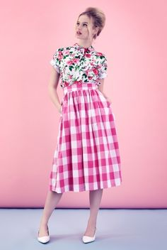 Retro find of the week: Tara Starlet Picnic Skirt Modest Outfits, Skirt Outfits, Dress Skirt, Moda Vintage, Looks Street Style, Looks Style, Vetement Fashion, Mixing Prints, Mode Inspiration