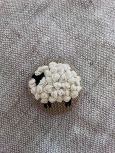 Hand Embroidery Videos, Simple Embroidery, Learn Embroidery, Embroidery Hoop Art, Hand Embroidery Patterns, Cross Stitch Embroidery, Embroidery Designs, Cross Stitch Pattern Maker, Learning To Embroider