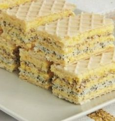 "Iubesti napolitanele? Iata o reteta super usoara si gustoasa de napolitane cu crema de vanilie, prajitura ""Furnicuta"" Romanian Desserts, Romanian Food, Cake Recipes, Dessert Recipes, Mac, Food Cakes, No Bake Desserts, Cake Cookies, Food Styling"