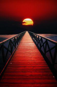 Detrás de ese Sol que nos alumbra y nos dá vida, está el Sagrado Absoluto Solar…