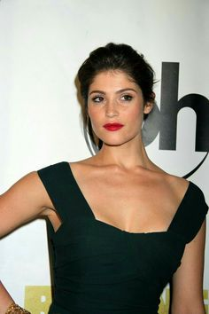 Looking for the latest celeb gossip and entertainment news? Check out WWTDD—What Would Tyler Durden Do—to find out what's going down with Hollywood celebs. Gemma Arterton, Gemma Christina Arterton, Cute Celebrities, Hollywood Celebrities, Celebs, Aquarius, Gemini Gemini, Big Curly Hair, Celebrity Beauty