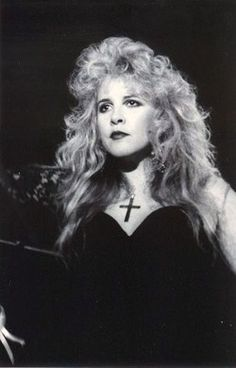I thought it was time to share all my Stevie Nicks pictures with you. Stevie Nicks Lindsey Buckingham, Buckingham Nicks, Members Of Fleetwood Mac, Mazzy Star, Stephanie Lynn, Stevie Nicks Fleetwood Mac, Women Of Rock, Look Vintage, Beautiful Voice