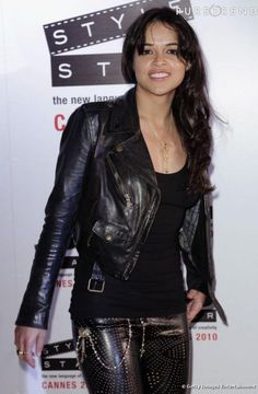 On aime le look rock ultra sexy de Michelle Rodrigez...