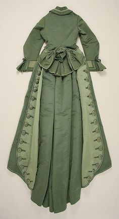 Cudo!!!    1873-1875 ___ Dress by Depret ___ Silk ___ French (Paris) ___ at The Metropolitan Museum of Art ___ photo 2:
