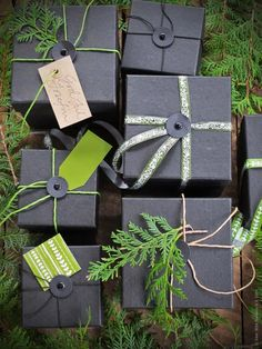 matte black and vibrant green - excellent duo! Ikea Christmas, Christmas Wrapping, Little Christmas, Christmas Crafts, Hostess Gifts, Holiday Gifts, Wraps, Creative Gift Wrapping, Paper Gifts