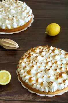 Tarte au citron meringuée Recipe for the lemon meringue pie taken from the CAP Pâtissier technical sheets. Sweet pastry, lemon cream and Italian meringue. Cake Recipes, Snack Recipes, Dessert Recipes, Pastry Cook, Lemon Meringue Pie, Savoury Baking, Easy Smoothie Recipes, Sweet Pastries, Coconut Recipes