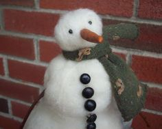 previous pinner wrote: Needle felt a snowman.  Love the idea to use old socks that you cut up as the scarf.