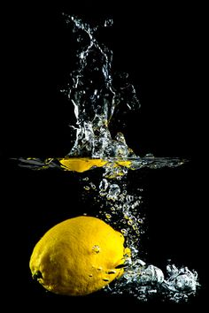 - lemon dropped in fresh water - Owl Wallpaper, Wallpaper Pictures, Nature Wallpaper, Splash Photography, Color Photography, Macro Photography, Sugar Scrub Diy, Diy Scrub, Photography Ideas At Home