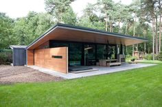 Tiny House Cabin, Small House Plans, Roof Design, Exterior Design, Backyard Office, Casas Containers, Container House Design, House Roof, Modern House Design