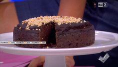 """""""Detto Fatto"""": la ricetta del finta torta al cioccolato, con farina di carrube e latte vegetale, di Paola Galloni del 18 aprile 2016."""