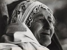 Martin Martinček - Liptov cyklus čiernobielych fotografií 15ks Mother Family, Old Women, Techno, Statue, Black And White, Portrait, Pictures, Czech Republic, Iron