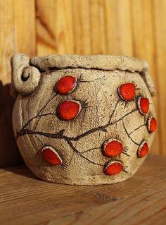 Dózička se šípky / Zboží prodejce Keramika Pod liščí strání | Fler.cz Ceramic Clay, Ceramic Plates, Pottery Bowls, Ceramic Pottery, Hand Built Pottery, Pinch Pots, Clay Projects, Clay Art, Terracotta