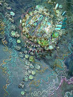 Walker Textile art by Carol Walker. A very good example of the wonderful effect one can get in textiles.Textile art by Carol Walker. A very good example of the wonderful effect one can get in textiles. Beaded Embroidery, Hand Embroidery, Machine Embroidery, Textile Fiber Art, Textile Artists, Art Du Fil, Creative Textiles, Textiles Techniques, Fabric Manipulation
