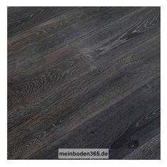 Eiche Lille Das Parkett ist ein 3-Schicht Fertigparkett als Landhausdiele in der Holzart europäische Eiche. Die rustikale Oberfläche der Diele wurde geräuchert und oxidativ geölt, was zu einer mittel- bis dunkelbraunen Deckschicht führt. Zusätzlich ist sie sandgestrahlt und gekälkt, wodurch die Holzstruktur wirkungsvoll in weiß hervorgehoben wird. Das Parkett hat eine Nutzschicht mit einer Stärke von ca. 3,4 mm und eine umlaufende Mikrofase.