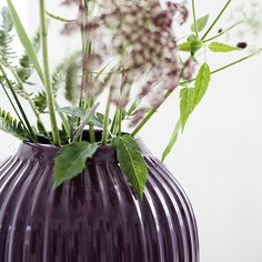 The plum Kähler vase in the Hammershøi range is inspired by Svend Hammershøi's voluminous vases, which he created at Kähler's old workshop in the 20th century. In the Hammershøi range, Hans-Christian Bauer has reinterpreted the old works and created a range with the same distinctive furrows.