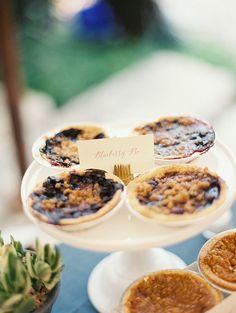 Mini pies dessert bar for comfort food wedding menu Mini Fruit Pies, Mini Pies, Mini Desserts, Delicious Desserts, Dessert Bar Wedding, Wedding Reception Food, Wedding Sweets, Wedding Menu, Wedding Ideas