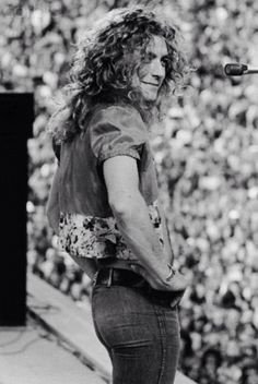 Led zeppelin love tastes like lemon juice assorted black and neal preston s best photograph robert plant catches a dove Robert Plant Young, Robert Plant Children, Robert Plant Wife, Robert Plant Quotes, Robert Plant Led Zeppelin, Jimmy Page, Bob Dylan, Great Bands, Cool Bands