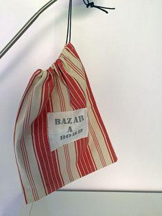 pochette de rangement dans un coton rayé rouge et écru pour le linge, les chaussons..; : Autres mode homme par just-by-aleth