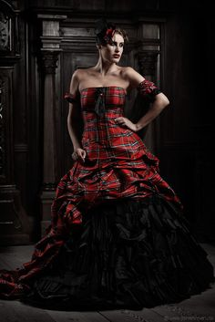 Euphoria Love - Lucardis Feist - Extravagante Brautmode, Hochzeitsanzüge und ausgefallene Gehröcke