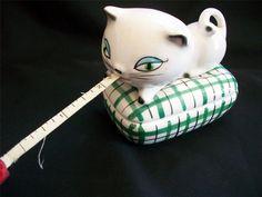 VINTAGE 1958 HOLT HOWARD COZY KITTEN KITTY CAT MEASURING TAPE