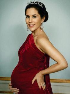 Princess Mary pretty pregnant