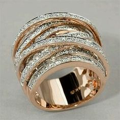 I like this stacked diamond bands in rose gold I Love Jewelry, Jewelry Box, Jewelry Accessories, Fine Jewelry, Jewelry Design, Gold Jewelry, Jewellery Bracelets, Jewellery Shops, Schmuck Design