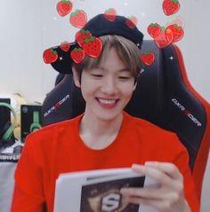 Hyunee 'ㅅ' 백현 Baekhyun, Park Chanyeol, Baekyeol, Chanbaek, K Pop, Playstation, Exo Facts, Exo Ot12, Xiu Min