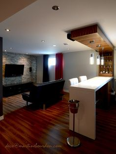 Un soussol en trois espaces Basement t Bars for home Basement Living Rooms, Basement Laundry, Home Bar Designs, Small Basements, Basement Remodeling, Basement Ideas, Walkout Basement, Basement Flooring, Bars For Home