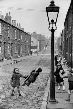 Children on the pavements, Leeds, England, United Kingdom, 1954 - Marc Riboud. Marc Riboud, Robert Doisneau, Filles Punk Rock, Old Pictures, Old Photos, Fotografia Social, Photo Vintage, Black And White Pictures, Vintage Photographs