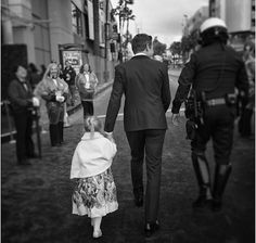 Jeremy Renner and daughter, The Oscar Los Angeles. Jeremy Renner, Oscars 2017, Im So Lucky, Oscar Winners, Clint Barton, Daddy Daughter, Vanity Fair Oscar Party, Three Year Olds, Magazine Articles