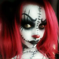 Doll clown. Are you looking for the most scary Halloween makeup Halloween costume diy ideas to look the best at the party? See our photo collage to pick the one that fits the costume.