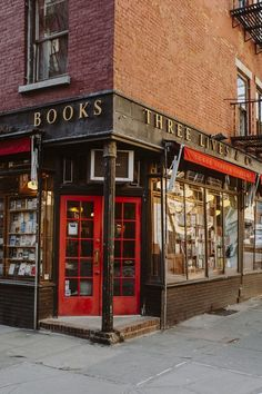 """justforbooks: """" We can all agree that New York City is huge. The city is filled with skyscrapers and large avenues but the West Village is different. It's one of the charming areas of NYC that makes. City Aesthetic, Book Aesthetic, Travel Aesthetic, Beige Aesthetic, New York Life, Nyc Life, West Village, Mykonos, Places To Go"""