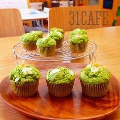 ♡幸せ香る♡ミルキー抹茶マフィン♡ Sweets Recipes, Desserts, Baking Muffins, Japanese Candy, Mini Cupcakes, Matcha, Baked Goods, Food And Drink, Tasty