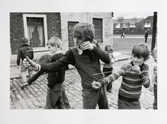 Catapults out. Kids play in the street, Belfast, Photo © Chris Steel-Perkins. British Soldier, Photographs Of People, Magnum Photos, Love At First Sight, Kids Playing, New Books, Dads, Black And White, Couple Photos