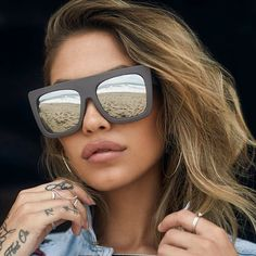 The CAFÉ RACER shield sunglasses feature a straight brow, bold plastic  frame and boxydesign. Make an effortlessly cool statement with these  sunglasses now. 55b96d393966