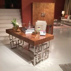 HOW CLASSY IS THIS SOHO LUXE DESK BY BERNHARDT FURNITURE? LOVE, LOVE LOVE THE METAL AND THICK BURLED ASH TOP. THE TOP IS PARQUET LIKE WITH SQUARE INLAY REPEATING THE PATTERN OF THE SIDE SUPPORTS. HURRY UP AND MAKE THIS ONE, IT IS PERFECT FOR A COUPLE, NOT OVERLY FEMININE OR MASCULINE! #HPMKTSS 2015 FALL @bernhardtinc