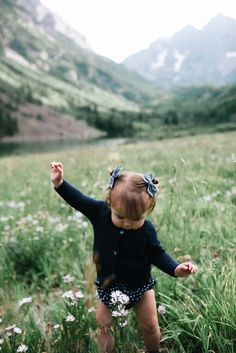 Fall 2017 Collection - Wunderkin Co. // Coming September 12th at 10am MT. - Classic hair bows made to embolden your baby, toddler or little girl and her free spirited style. All of our bows are handmade by women in the USA and guaranteed for life. Pick your favorite for your next fall adventure.