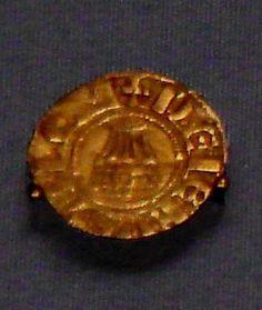Esta moeda (1163–1174) é da época do rei Amaury, pai de Balduíno IV.