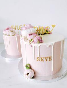 Buttercream Decorating, Cake Decorating, Mini Cakes, Pink Flowers, Birthday Cake, Sweets, Cake Ideas, Babys, Desserts