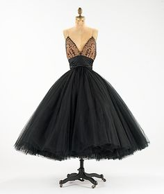 plunging neckline plays well with the very full skirt on this evening dress. (traina-norell - 1955)