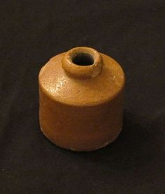 medieval inkwell - Google Search Medieval Houses, Medieval Life, Calligraphy Tools, Antique Typewriter, Late Middle Ages, Historical Artifacts, Mortar And Pestle, Writing Instruments, Fountain Pen