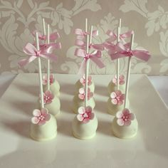 White chocolate cake pops for a baby girls birthday or christening/babyshower Baby Shower Ideas for Girls Baby Shower Cupcakes For Girls, Baby Shower Cake Pops, Baby Shower Parties, White Chocolate Cake, Chocolate Chocolate, Baby Girl Christening, Christening Food, Baby Girl Birthday, Birthday Cake