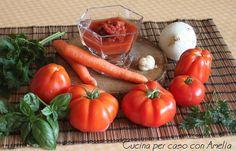 La conserva di pomodoro bimby è l'ideale da preparare in estate, il pomodoro è maturo, profumato e pronto per essere utilizzato in svariati modi.